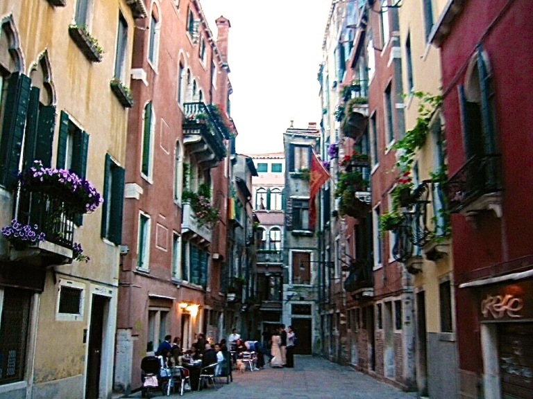Venice pubs come alive