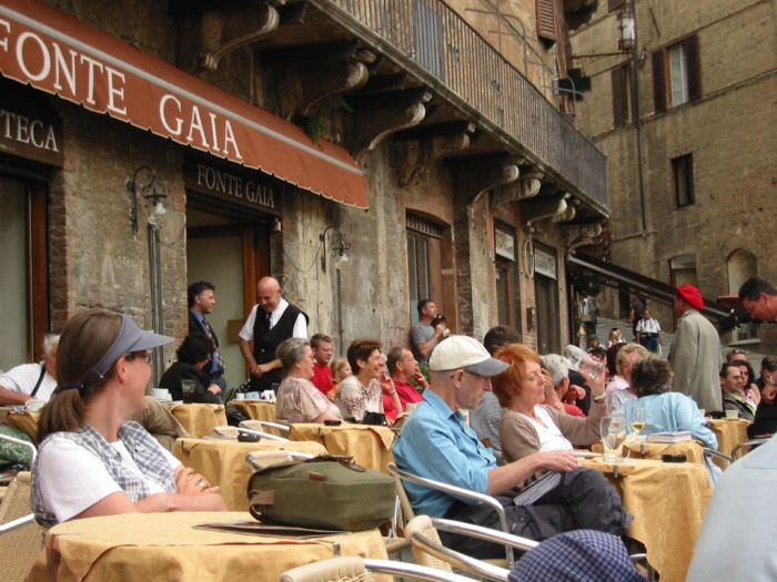 Carlos outside Ristorante Fonte Gaia