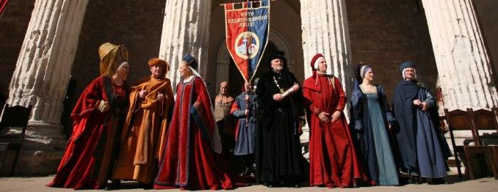 Calendimaggio participants standing in front of the Temple of Minerva in the Piazza del Commune