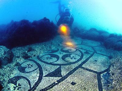 Древнеримская мозаика под водами Тирренского моря в городе Байя (Baia)