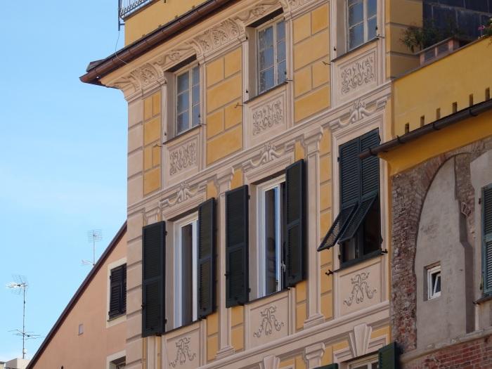 Painted-on cornerstones and window decor