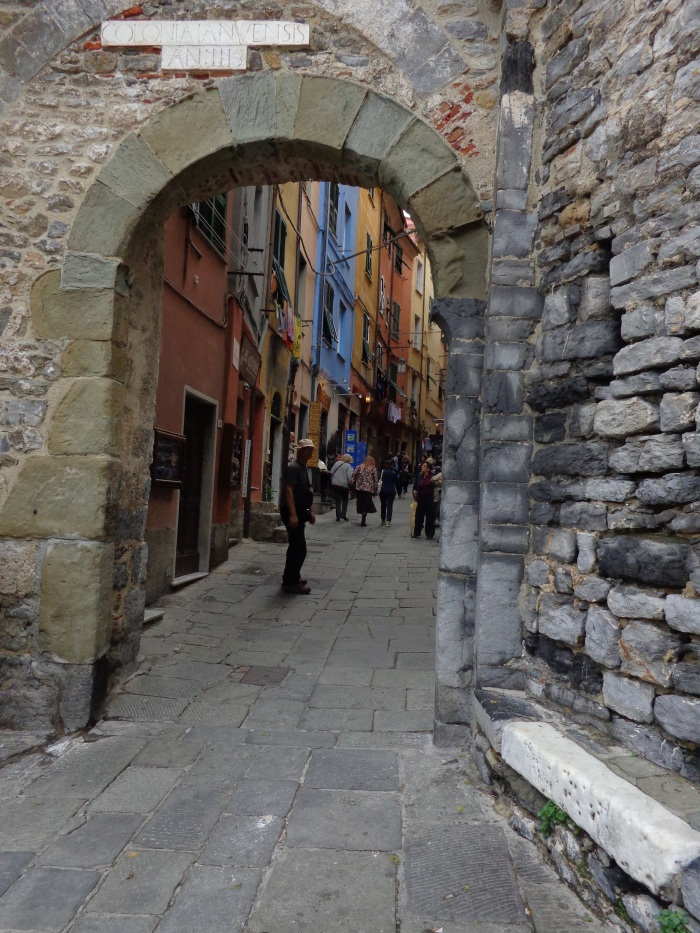 Entry into the old village shopping district
