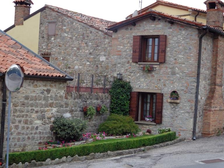 Lovely brick villa in the neighborhood