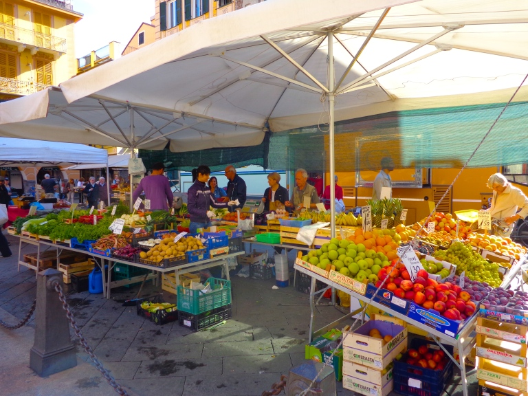 A lull at the outdoor market in Chiavari, Italy