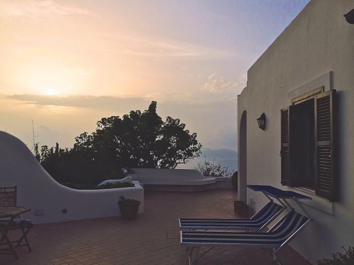 Lodging in paradise on a secluded part of Ponza, Villa Il Gabbiano