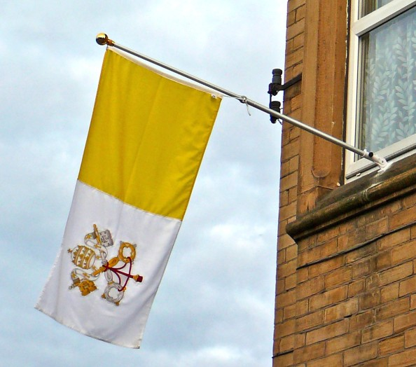 flag_of_the_vatican_city_flying_in_bradford_21st_september_2010