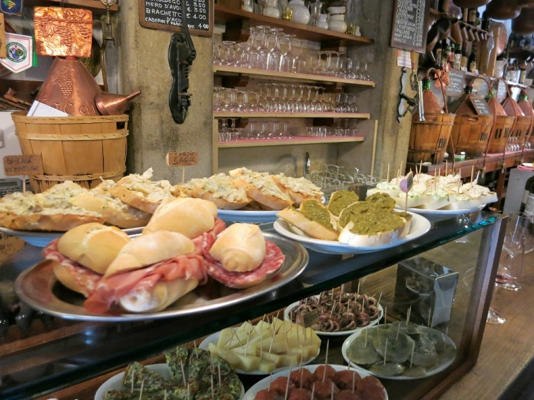 cantine-do-mori-cicchetti-bar-san-polo-venice-italy