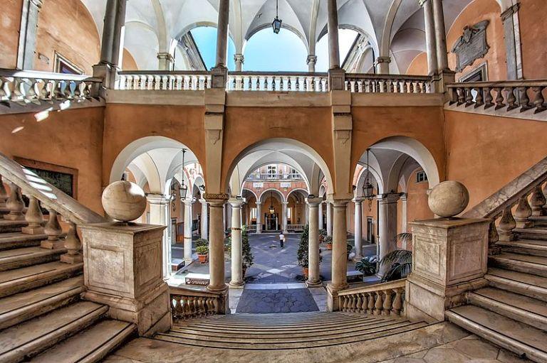 Palazzo_Doria_Tursi_le_due_scalinate_principali